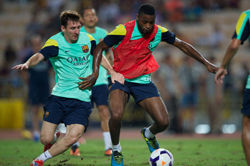 lionel messi training alex song 2