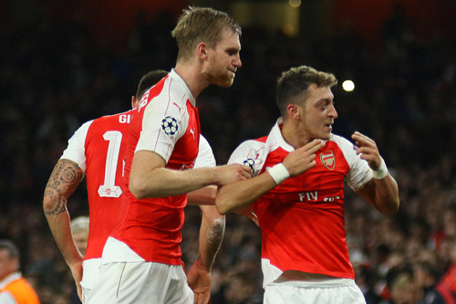 per mertesacker mesut ozil arsenal