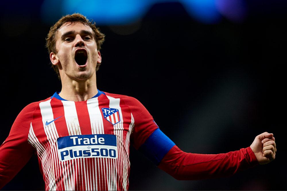 Antoine Griezmann lässt Fernando Torres hinter sich